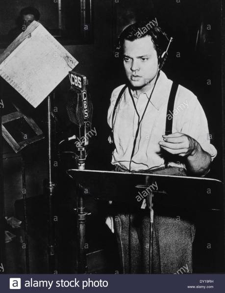 PayAttentionto orson-welles-radio-broadcast-of-war-of-the-worlds-october-30-1938-DY19RH