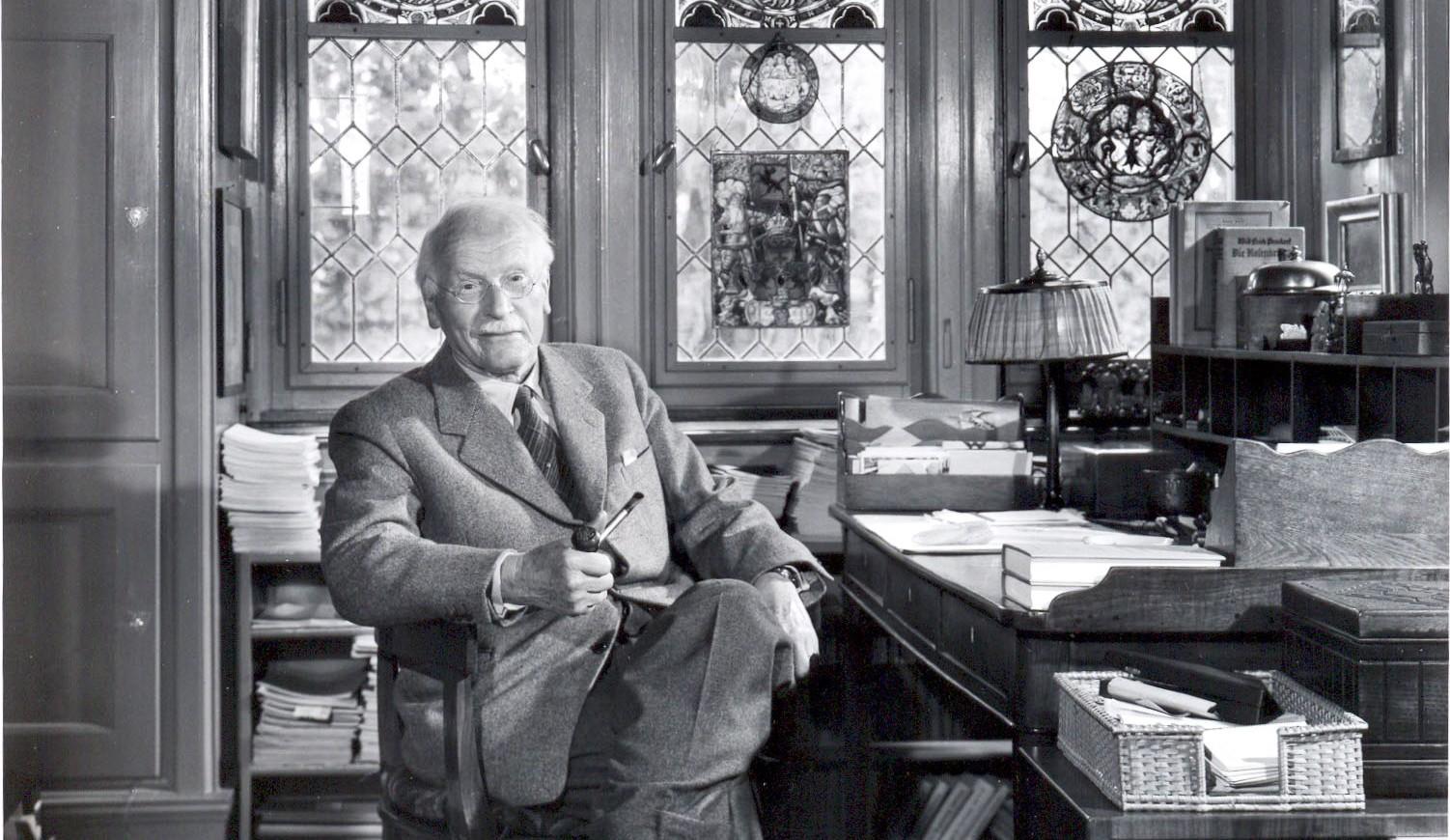 WhenUFOsGet Jung cropped-carl