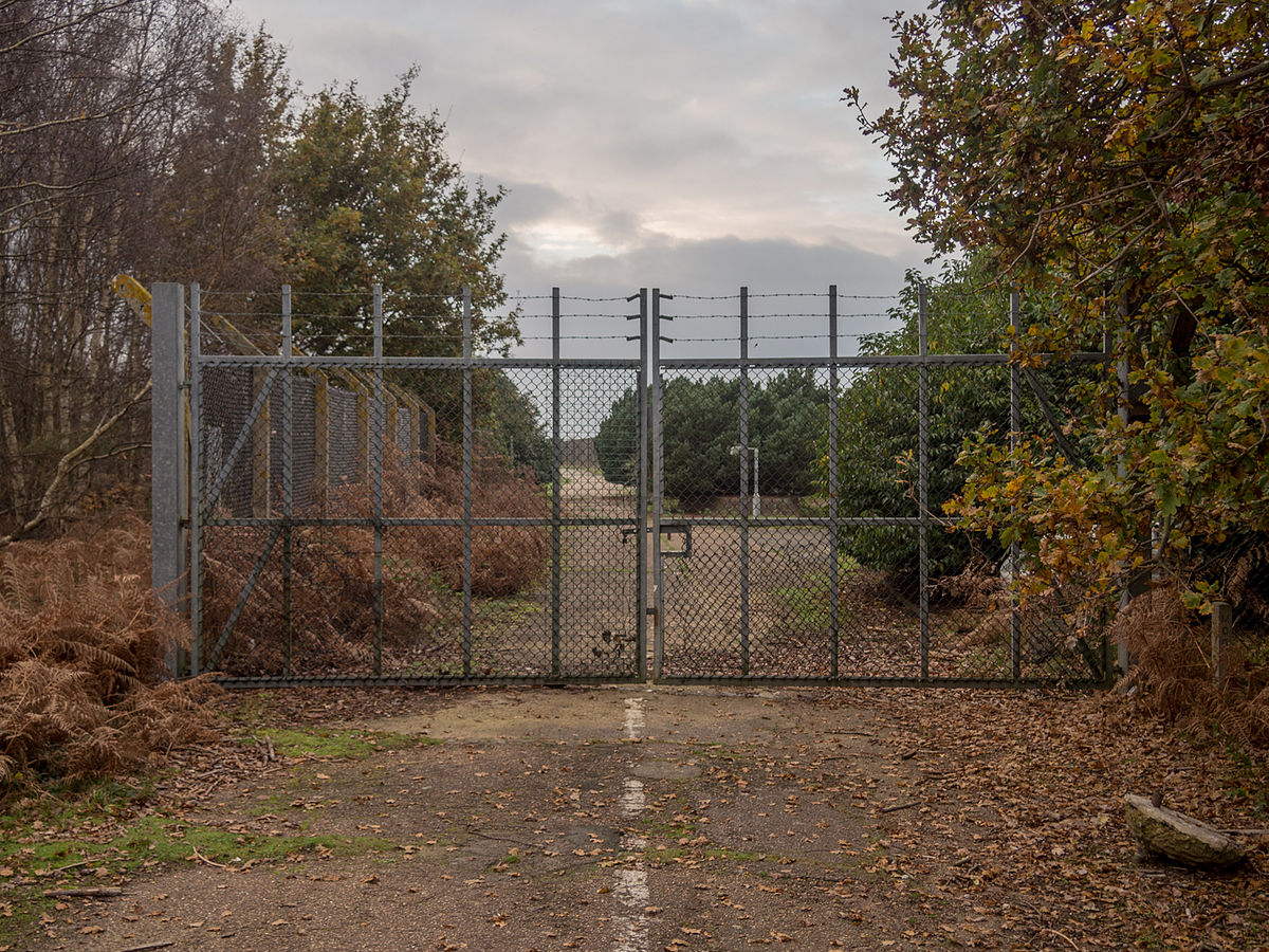 Left At RAF_Woodbridge_East_Gate