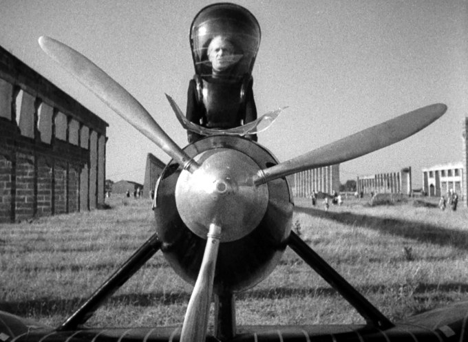 TheDraculaClan ( httpmanapop.comfilmthings-to-come-1936-review ) Plane nice-helmet